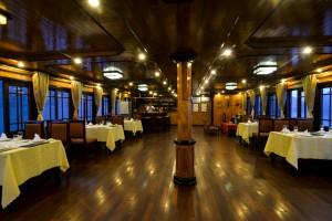 12-Cabins-Restaurant1
